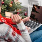 Mujer comprando en línea