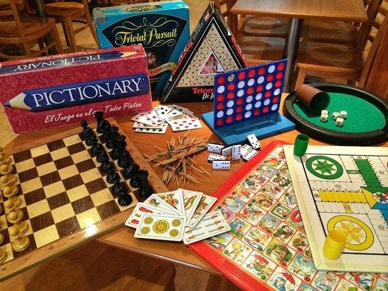 foto de varios juegos de mesa