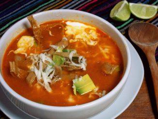 plato de sopa en la mesa