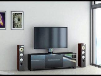 equipo de sonido y televisión, cuadros en la pared
