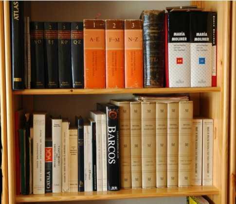 libros en una librero