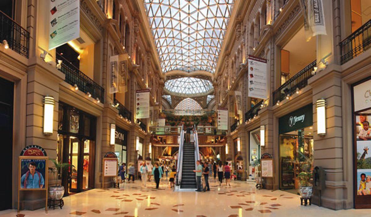 compras con seguridad en centro comercial