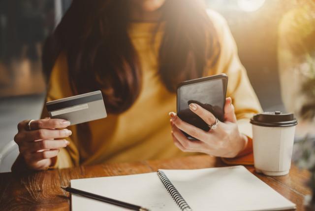pagando con dinero móvil